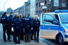 Polizei-Großeinsatz nach Leichenfund in Mönchengladbach
