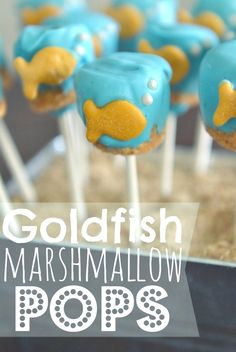 Under The Sea Party Goldfish Marshmallow Pops. Such a cute idea for a goldfish, mermaid, or under-the-sea themed party, or really just because. These are WAY easier than cake pops--whip 'em up in less than 30 minutes! Under The Sea Theme, Under The Sea Party, Dolphin Party, Ocean Party, Beach Party, Party Party, Baby Shower Niño, Mermaid Cakes, Marshmallow Pops