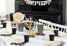 Legosynttäreiden kattaus. #legosynttärit #legoparty #lastenjuhlat #juhlahumua Block Party, Lego, Table Decorations, Home Decor, Decoration Home, Room Decor, Home Interior Design, Legos, Dinner Table Decorations