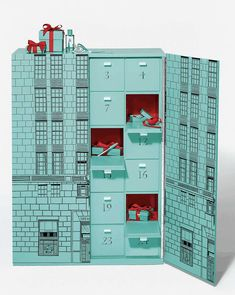 Tiffany OFF! The 2019 Tiffany & Co Advent Calendar is available now – see details full spoilers! 2019 Tiffany & Co Advent Calendar Available Now Full Spoilers! Advent Calendar Fillers, Advent Calendar Boxes, Advent Box, Advent Calendar Activities, Diy Calendar, Luxury Packaging, Packaging Design, Crochet Advent Calendar, Etsy Christmas
