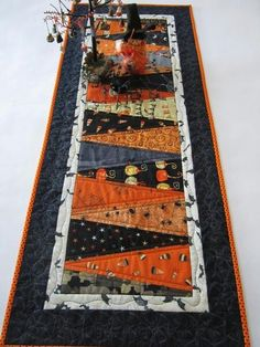 Another Halloween table runner. Halloween Quilts, Halloween Quilt Patterns, Halloween Halloween, Halloween Placemats, Halloween Fabric Crafts, Halloween Sewing Projects, Halloween Signs, Vintage Halloween, Halloween Makeup