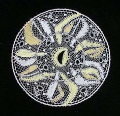 EVacko Lochkov: Únor Lacemaking, Lace Heart, Lace Jewelry, Bobbin Lace, Lace Detail, Butterfly, Bobbin Lacemaking, Table Toppers, Butterflies