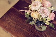 ramo de maría crisantemo rosa austin davis symphoricarpo astilbe- elisabeth blumen