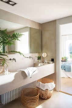 A house surrounded by greenery for the owner, the spanish interior designer Elena Jimenez Handmade Home Decor, Unique Home Decor, Cheap Home Decor, Luxury Homes Interior, Home Interior, Spanish Interior, Living Room Decor Country, Toilet Design, Decoration Design