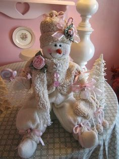 Vintage shabby pink for Christmas.  |  Vintage Shabby Pink! on Tumblr