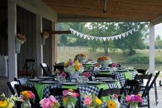 black & white check tablecloths mixed with lime green. cute, cute!