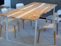 Table à manger bois et résine live hedge