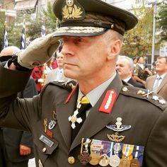 Η προαγωγή του Συριανού Αντιστράτηγου, Αντώνη Νομικού στο ΓΕΣ, αποφασίστηκε χθες από το ΚΥΣΕΑ.Ο Στρατηγός προέρχεται από τα σπλάχνα των Ειδικών μας Δυνάμεων