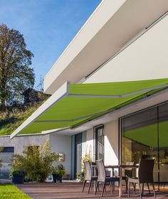 A sun awning lets you entertain outdoors in comfort and impress guests. #bbq #alfresco #entertaining