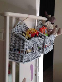 Newspaper Basket, Newspaper Crafts, Hanging Baskets, Wicker Baskets, Origami Box Tutorial, Paper Furniture, Bedroom Decor, Wall Decor, Paper Weaving