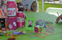 80's party table decor