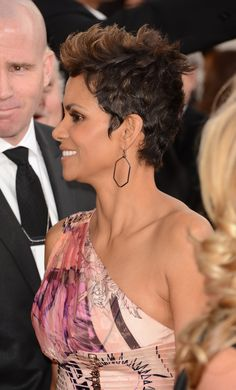 Halle Berry Pixie, Golden Globes 2013, Hale Berry, Style Icons, Short Hair Styles, Berries, Street Style, Ms, Hairstyles