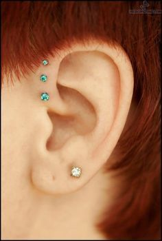 Forward Helix Piercing is a new and innovative piercing method. If you want to show case your ear then try Forward Helix Piercing as per our advice. Piercing Tattoo, Body Piercing, Tragus, Triple Forward Helix Piercing, Helix Ear, Cool Piercings, Helix Piercings, Aqua, Turquoise