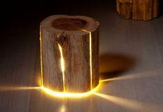 Luminária com toco de madeira