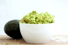 Looking for the perfect warm weather snack that's easy to make and good for you? Try this 5 ingredient homemade guacamole for the perfect savory fix!