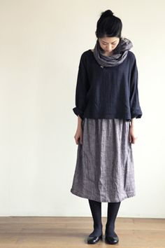 Fog Linen Work - home of my future linen sack self Estilo Muji, Mode Outfits, Skirt Outfits, Fashion Outfits, Womens Fashion, Muji Style, Look Street Style, Winter Skirt Outfit, Look Fashion