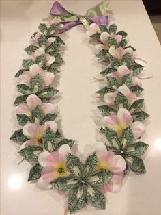 Money Lei For Guys - Money Cash Aesthetic - Money Stacks Clipart - Money Gift Ideas For Baby Shower Money Flowers, Paper Flowers, Creative Money Gifts, Money Origami, Diy Money Lei, Origami Paper, Graduation Leis, Graduation Necklace, Flower Lei