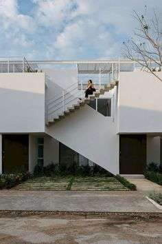 Image 5 of 27 from gallery of Sonata Housing / Arkham Projects. Photograph by Tamara Uribe Design Villa Moderne, Modern Villa Design, Staircase Handrail, Staircase Design, Architecture Résidentielle, Amazing Architecture, Architectural Digest, Ground Floor, Interior And Exterior