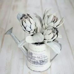 Hand made steel proteasa Giant Flowers, Fake Flowers, Sewing Crafts, Diy Crafts, Paper Magic, Crafty Craft, Origami Paper, How To Make Paper, Paper Cards