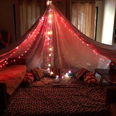 At Home Date Night Ideas Diy Creative Romantic Room Surprise, Romantic Date Night Ideas, Sleepover Fort, Fun Sleepover Ideas, Room Ideas Bedroom, Bedroom Decor, Indoor Forts, Romantic Room Decoration, At Home Date Nights
