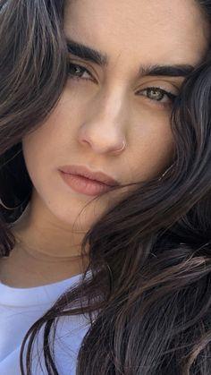 Lauren Jauregui Eyes, Fifth Harmony Lauren Jauregui, Camila And Lauren, Prettiest Actresses, Girl Face, Woman Crush, Pretty Woman, Her Hair, Amazing Women