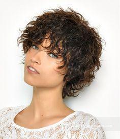 SAINT ALGUE Kurze Braun Weiblich Curly Wet-Look Shaggy Frauen Haarschnitt Frisuren hairstyles