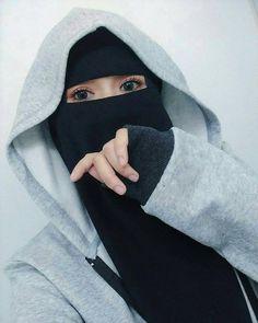 Image may contain: one or more people and closeup Hijab Gown, Hijab Niqab, Muslim Hijab, Hijab Fashionista, Stylish Hijab, Hijab Chic, Arab Girls Hijab, Muslim Girls, Muslim Couples