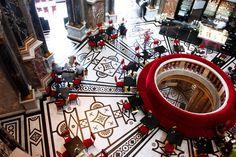 """Decretata anche nel 2014 """"città più vivibile del Mondo"""", Vienna è uno di quei posti che andrebbero visti almeno una volta nella vita. Regale, cretiva, elegantissima, un città votata all'arte e alla musica. Chiese gotiche e palazzi barocchi, edifici in perfetto stile Liberty e musei d'arte contemporanea: la capitale austriaca è una galleria a cielo aperto."""
