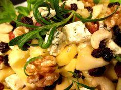 Tinskun keittiössä: Rusinainen omena- juustosalaatti Potato Salad, Potatoes, Ethnic Recipes, Food, Potato, Essen, Meals, Yemek, Eten