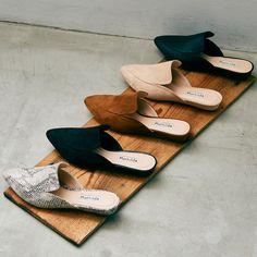 【Mathilda/マチルダ】ポインテッドバブーサンダル (キャメルスエード) -靴とファッションの通販サイト ロコンド