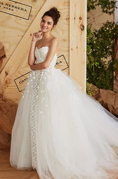 We love this beautiful new wedding dress from Carolina Herrera. Rustic Wedding Dresses, Wedding Dress Trends, Bridal Dresses, Wedding Gowns, Carolina Herrera 2017, Carolina Herrera Bridal, Tulle Ball Gown, Ball Gowns, Dresses In Dubai