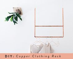 Clothing racks are a fantastic and beautiful way how to keep your clothes organized and making your home look beautiful at the same time. 20 easy to make clothing rack DIY projects with tutorials. Diy Simple, Easy Diy, Diy Clothes Rack, Hanging Clothes, Clothing Racks, Hanging Towels, Diy Hanging, Diy Clothing, Diy Rangement