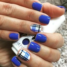 There are many current trends of blue nail art designs to choose from. These designs allow you to look cool and casual. Try a combination of two or three shades of blue in simple stripes or floral nail art to have an entirely new version of nail designs. Royal Blue Nails Designs, Blue Nails With Design, Gem Nails, Nail Gems, Crystal Nails, Super Nails, Nagel Gel, Cool Nail Designs, Plaid Nail Designs