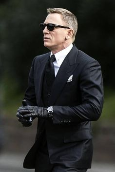 Daniel Craig in Tom Ford Three-Piece Suit and Sunglasses