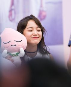 After succesful debut bing a time-bound member of 'ioi', Kim se-jeong is about to begin her real career as a center of newly organized group 'gugudan'. Kpop Girl Groups, Korean Girl Groups, Kpop Girls, Kdrama, Cute Baby Girl Pictures, Kim Sejeong, Wattpad, Jellyfish Entertainment, School 2017