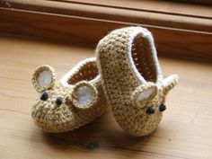 Little Fieldmouse Baby Shoes. Gotta find a baby to make these for now. Crochet Pattern (PDF file) Little Fieldmouse Baby Shoes. via Etsy. Little Fieldmouse Baby Shoes super cute x : Cant believe Im even considering this pattern, knowing how I feel about m Love Crochet, Crochet For Kids, Knit Crochet, Crochet Mouse, Crochet Granny, Crochet Doilies, Crochet Crafts, Yarn Crafts, Crochet Projects