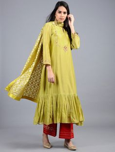 Green Embroidered Silk Chanderi Kurta with Zari Work Silk Kurti Designs, Churidar Designs, Blouse Designs, Designer Party Wear Dresses, Indian Designer Outfits, Indian Dresses, Indian Outfits, Fancy Dress Design, Kurti Patterns