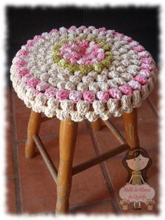 forro para banqueta de croche grafico - Pesquisa Google Crochet World, Crochet Home, Crochet Granny, Cute Crochet, Knit Crochet, Yarn Crafts, Fabric Crafts, Crochet Designs, Crochet Patterns