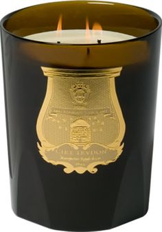 Cire Trudon - La grande bougie : Les bougies Trudon se collectionnent dans toutes les tailles, des «minis» à la «Grande bougie»... Pièce phare de Cire Trudon, cette bougie odorante de grande taille est parée des armes Trudon et existe, sur commande, dans cinq parfums. Cette bougie unique brûle plusieurs centaines d'heures.