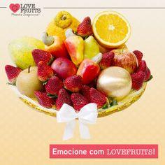 #Imperial Lindo prato craquelê amarelo recheado de morangos, mamão papaia, peras, cajus, maçãs, mexerica, nectarina e laranja.  Ganhar flores é maravilhoso. Ganhar LOVEFRUITS é maravilhoso e delicioso! SURPREENDA! http://www.lovefruits.com.br/
