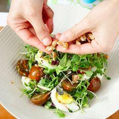 Greek Quinoa Salad, Seaweed Salad, Food Plating, Fresh Rolls, Healthy Habits, Baked Potato, Food And Drink, Vegetables, Cooking
