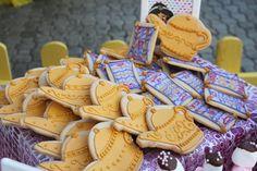 Aladdin cookies Aladdin And Jasmine, Cookie Decorating, Decorating Ideas, Royal Icing Cookies, 5th Birthday, First Birthdays, Treats, Monsters, Jr