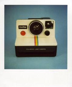 A vintage polaroid camera. Vintage Polaroid Camera, Polaroid Cameras, Polaroid One Step, Vogue Photoshoot, Impossible Project, Graphic Design Tools, Polaroid Pictures, Photography Basics, Geek Chic