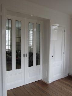 kamer en suite een zijde | Kamer ansuite Parlor Room, Room Divider Doors, Indoor Doors, Weekend House, Kitchen Models, Kitchen Doors, Classic Interior, Kitchen Cabinet Design, Pocket Doors