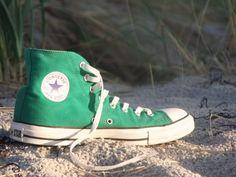 shoe wallpaper :p - shoetrend Converse Chuck Taylor High, Converse High, Converse Shoes, High Top Sneakers, Converse Wallpaper, Shoes Wallpaper, Chuck Taylors High Top, High Tops, Shoe Trend