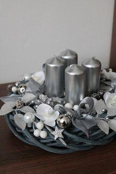 Luxusní stříbrnošedý svícen