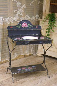 ヴィンテージ ウォッシュスタンド(薔薇) French antique wash stand ¥ 99,200yen Hand Painted Furniture, Deco Furniture, Antique Furniture, House Beautiful, Beautiful Homes, Antique Wash Stand, Enamel Ware, Bathroom Stuff, Chic Bathrooms