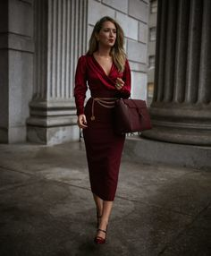 Burgundy is our favorite fall color! You don't need permission to wear a tonal head to toe look in this season's best hue. Evening Outfits, Night Outfits, Spring Outfits, Nyc Fashion, Autumn Fashion, Fashion Outfits, Womens Fashion, Mommy Fashion, Look Formal