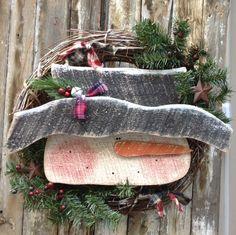 Primitive Snowman wreath, Country Primitive, Wood Snowman, Primitive snowmen,  snowman, snowman wreath, winter decor, primitive wood snowman by LnMPrimitives on Etsy https://www.etsy.com/listing/205515566/primitive-snowman-wreath-country