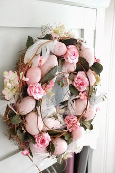 Raindrops and Roses Spring Projects, Spring Crafts, Raindrops And Roses, Easter Egg Crafts, Easter Colors, Vintage Easter, Easter Wreaths, Holidays And Events, Happy Easter